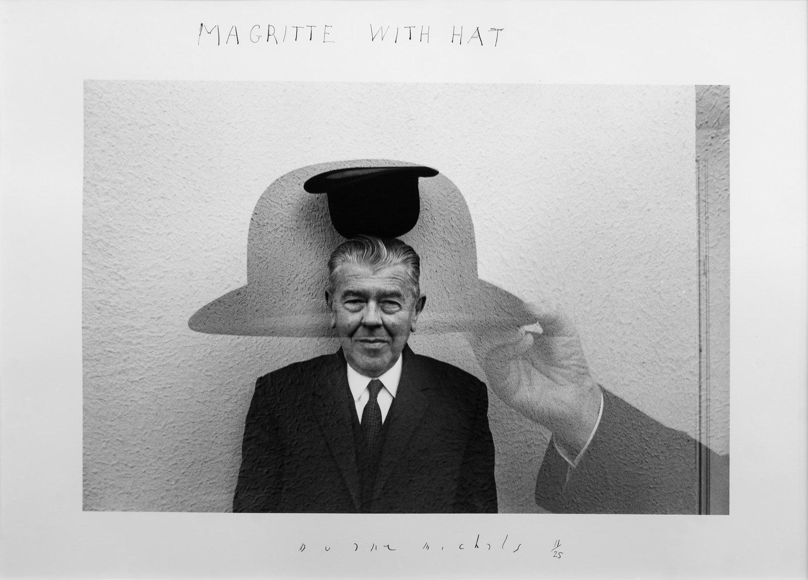 Magritte com chapeú, de Duane Michals