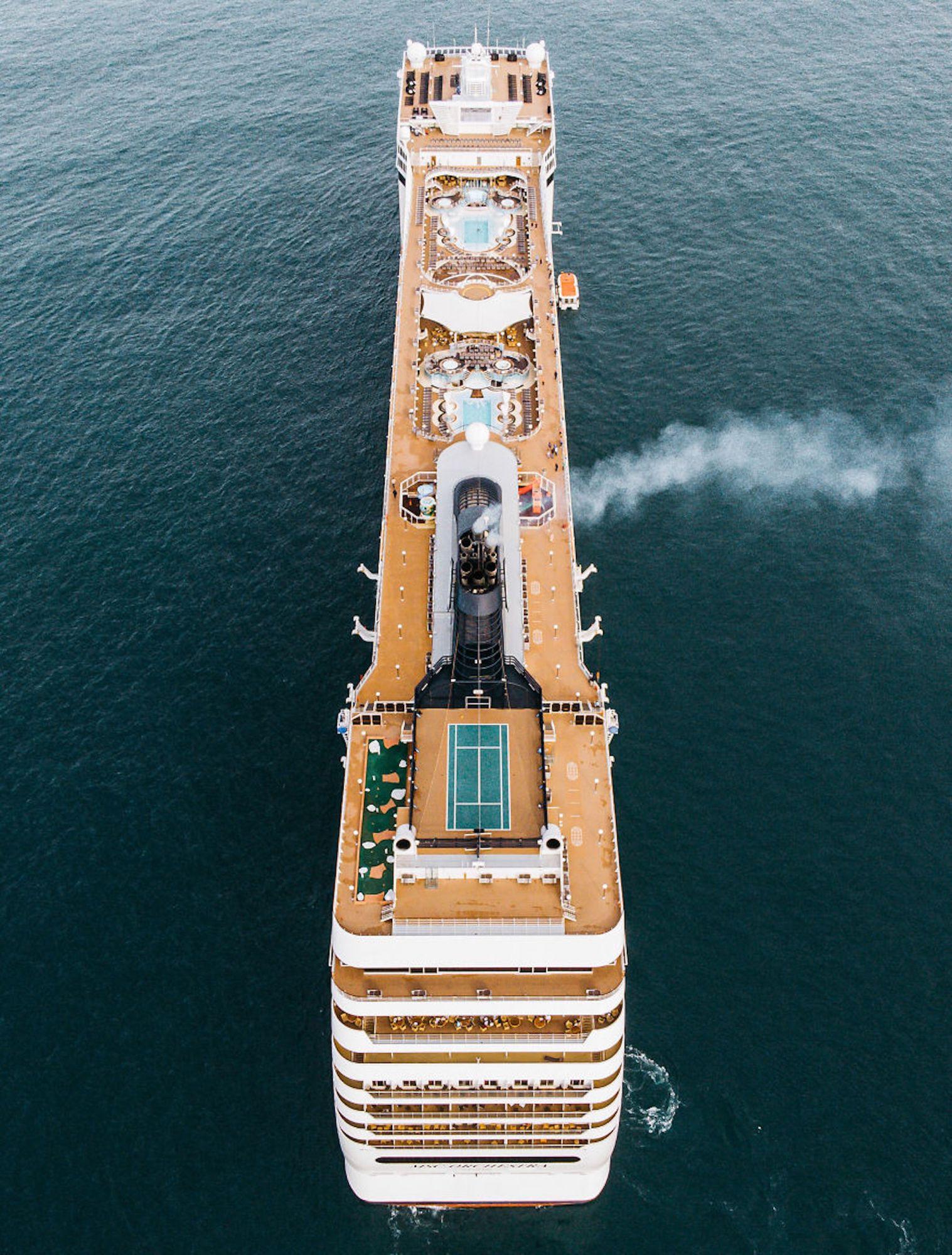 Cruzeiro, que passava pelas Ilhas Jersey, foi clicado por um fotógrafo de 18 anos, o mais novo do concurso
